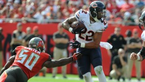 TAMPA, FL - DECEMBER 27: Running back Matt Forte #22 of the Chicago Bears runs past linebacker Bruce Carter #50 of the Tampa Bay Buccaneers in the second quarter at Raymond James Stadium on December 27, 2015 in Tampa, Florida. (Photo by Cliff McBride/Getty Images) *** Local Caption *** Matt Forte